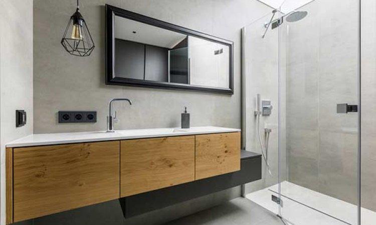 Rénovation de salle de bain bois et gris avec douche à l'italienne à Clermont-Ferrand et sa région.